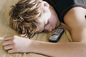 عواقب خوابیدن کنار موبایل