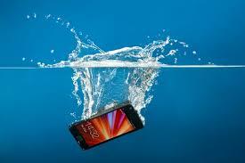 راهکارهایی برای نجات گوشی و تبلت پس از افتادن در آب